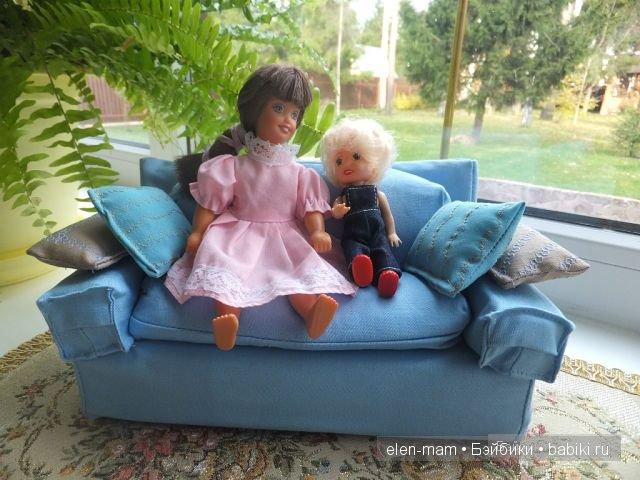 Голубой диван, куколки