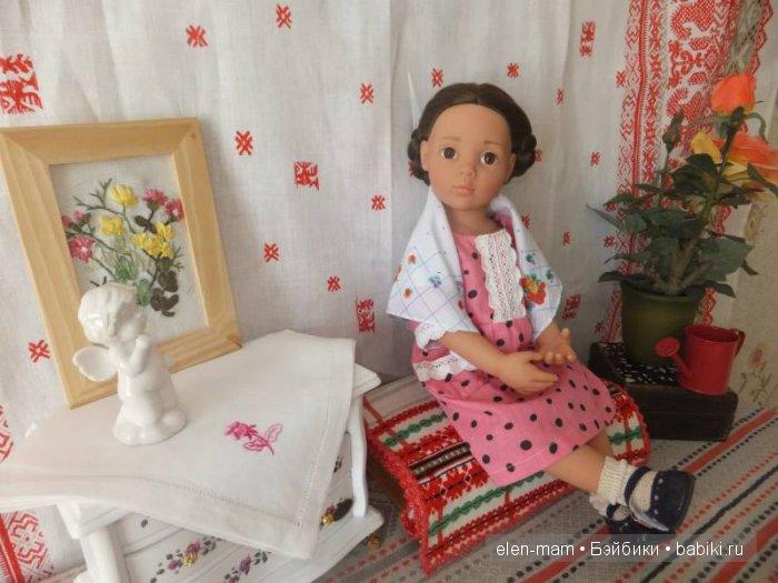 Белый комод, Кира, розовое платье