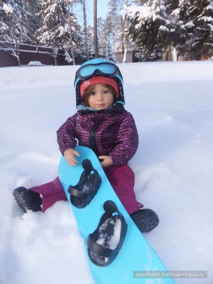 Сидит на снегу