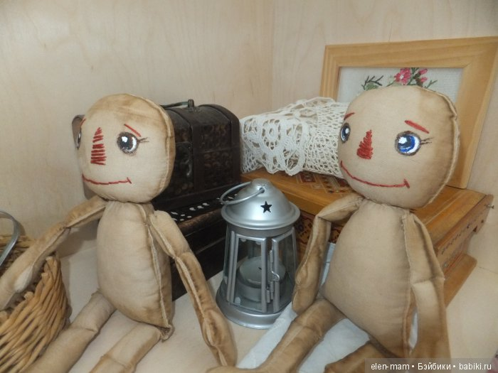 Тряпичные куколки, сидят