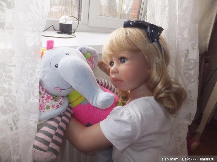 У окошка со слоником