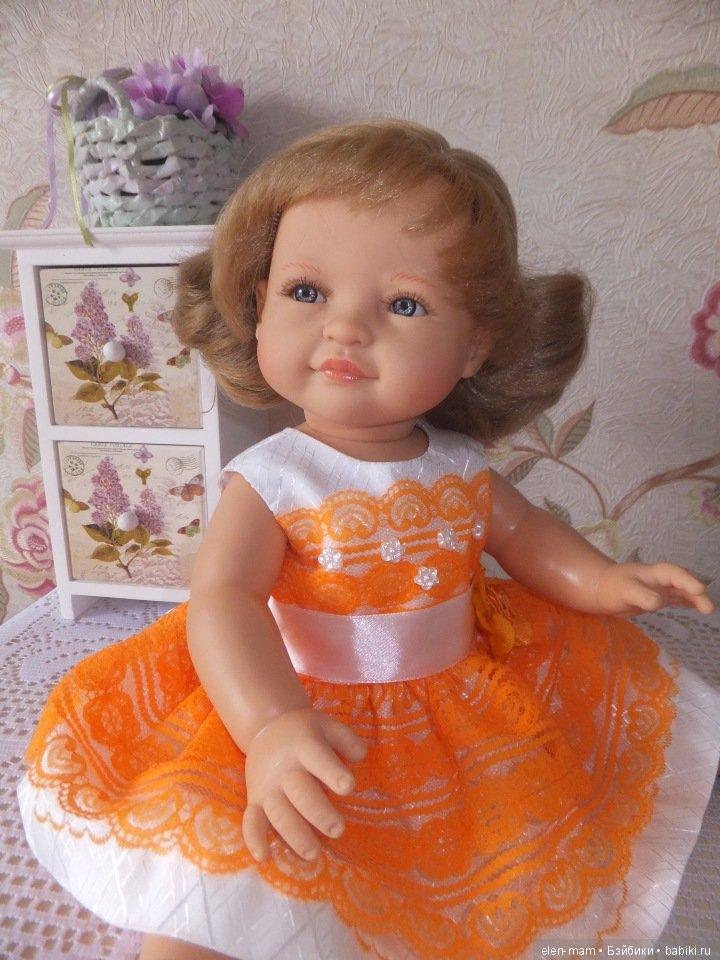 Леонор в оранжевом платье