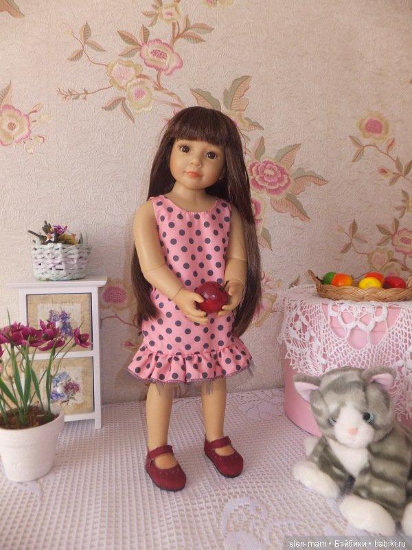 В платье 2