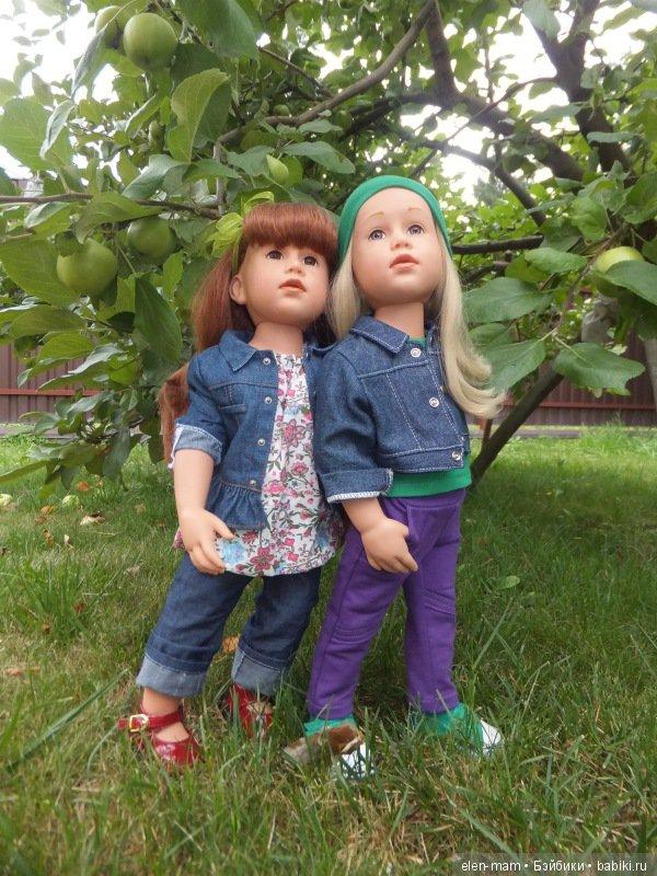 Симона и Аня у яблони