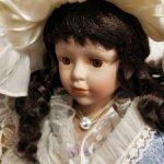 Красивая винтажная фарфоровая кукла