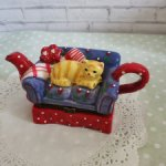 Фарфоровый чайник с рыжим котом