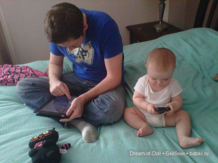 ребенок 8 месяцев не хочет оставаться с папой новогодний мотив