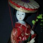 Красивая коллекционная гейша на подставке