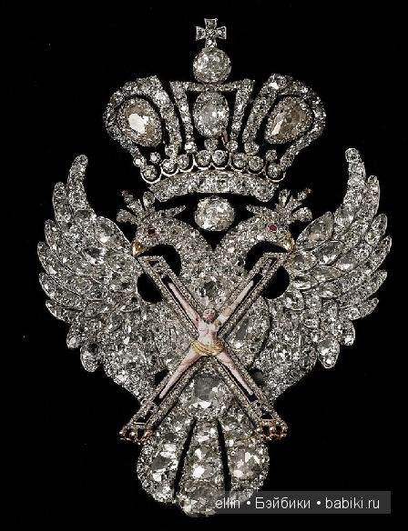 фирменная одежда со знаком короны