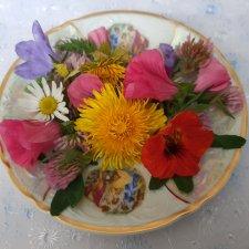 Октябрьские цветы на ткани