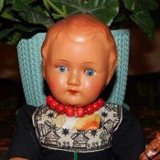 Очень необычная,антикварная композитно-целлулоидная кукла с набивным телом и рельефной головой.