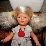 Антикварная,керамическая ,маленькая куколка Hertwig ( Германия)в паричке. С доставкой.