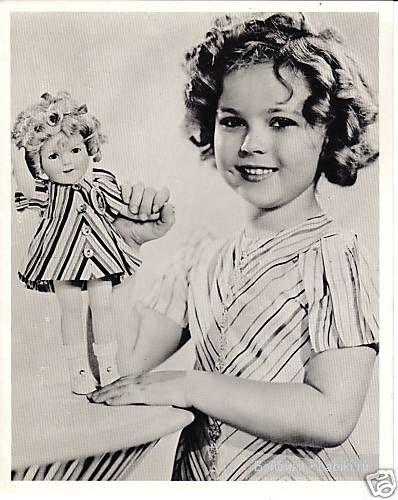 Ширли Темпл в  с куклой, фото