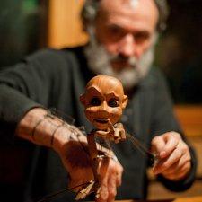 Куклы на запястье Владимира Захарова
