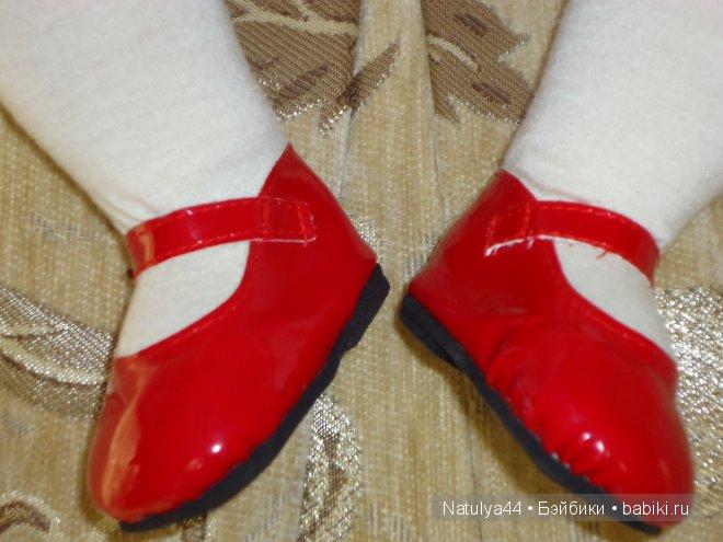 Каролина от Adora в красных лаковых туфельках