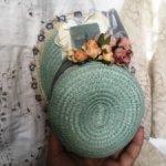 Мятный капорок с цветным винтажным кружевом