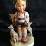 Раритетный мальчик с козлятами от Goebel Hummel Германия