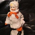 Фарфоровая статуэтка Девочка с санками. Винтаж.
