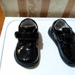 Красивые лаковые ботинки на куклу