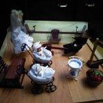 Кукольная миниатюра. Качельки, колясочки, парта и др.предметы быта:)