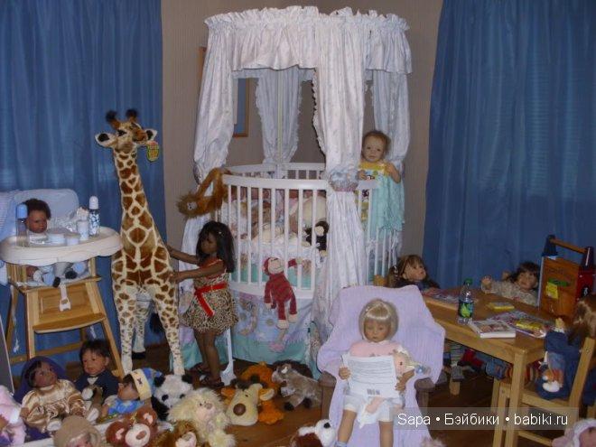 Кроватка и жираф для кукол