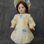 Платье и боннет для куклы 40 см