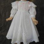 Батистовое платье и для куклы 58-63 см