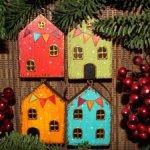 Маленькие деревянные домики на ёлку