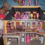 кукольный домик Playmobil  с его обитателями и ароматными куколкамии-ягодками Strawberry Shortcake США ...