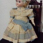Платье и шляпка для вашей красивой  антикварной   куклы.
