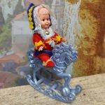 Малыш в лапландском костюме на лошадке