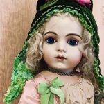 Срочная продажа- 2600!Бонет зелёного бархата для антикварных кукол и реплик