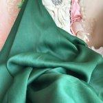 Довоенный креп- атлас , шёлк сто процентов , изумрудный цвет