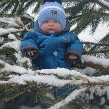 Малыш Арсений на  небольшой прогулке