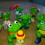 Лягушата из коллекции киндер-сюрприз