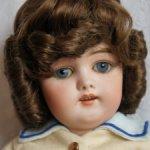 Парик для куклы 10
