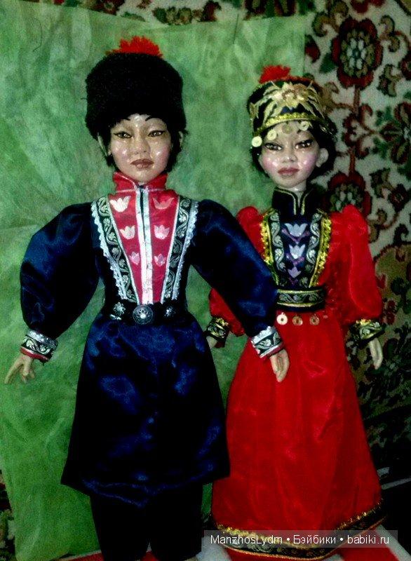 парные куклы в калмыцких костюмах. Автор Манжос Л.И