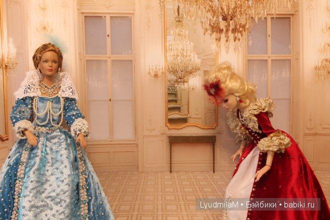 Анжелика приветствует в реверансе королеву Анну