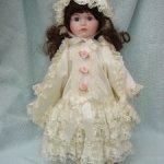 Винтажная кукла из фарфора.Бесплатная доставка.