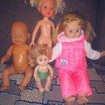 Одним лотом четыре куклы.