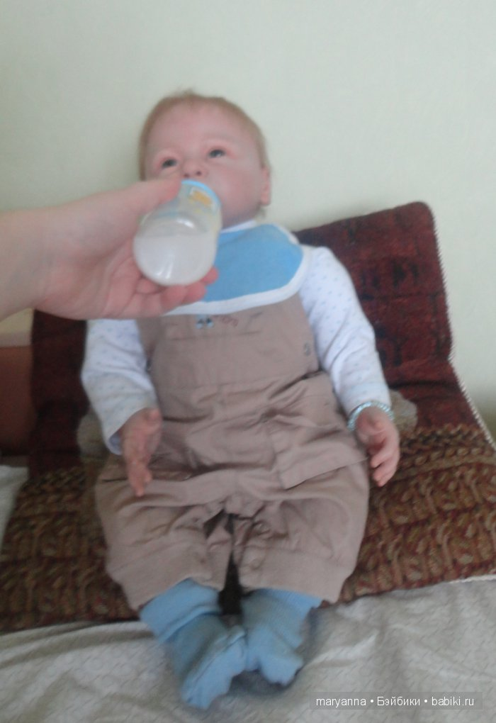 Пьём молочко
