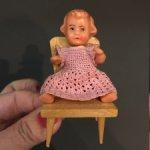 Винтажная куколка Наташа на стульчике