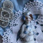 Антикварная куколка-половинка+ткани