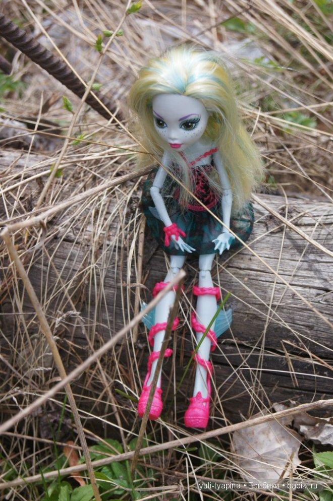 Монстр Хай вышли на прогулку Monster High