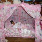 Продаю кровать для кукол,снижение цены 2000