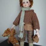 Фарфоровый мальчик с медвежонком от Кайе Виггс (Kaye Wiggs)