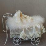 Фарфоровая кукла в коляске