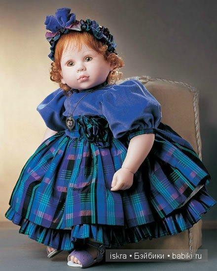 Село рыжие волосы,зелёные глаза. Одета в шикарное платье, на голове повязка и подходящие босоножки. Чудо, как хороша! Готова танцевать всю ночь на пролёт! Автор куколки  Beverly Stoehr.