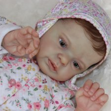 Малышка создана из распроданного молда Ларри