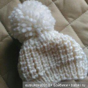 Вязанная шапочка из шерсти